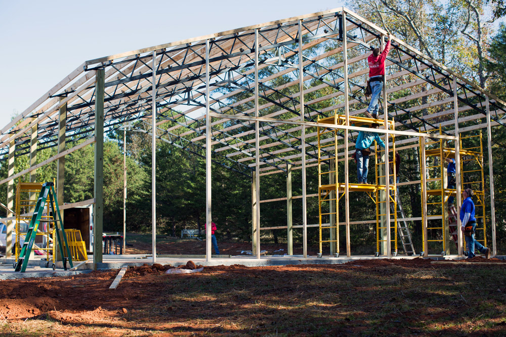 what is a pole barn building?